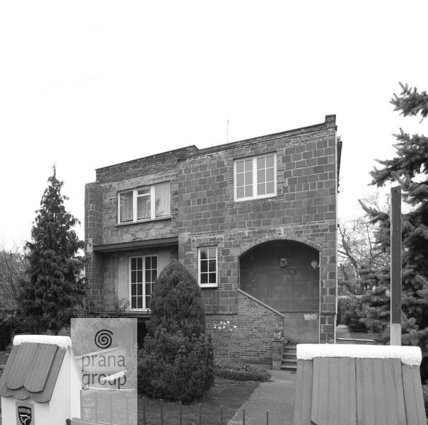 Dom-kostka we Wrocławiu -- przed przebudową (wejście)